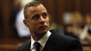 O julgamento de Oscar Pistorius pelo assassinato de sua namorada, recomeçou nesta segunda-feira, 6 de maio.