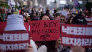 «Mon corps, mon choix». Manifestation contre les nouvelles restrictions sur l'avortement en Corée du Sud. Séoul, le 7 juillet 2018.