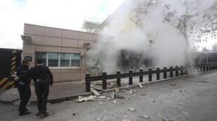 Explosão na embaixada americana na capital turca ocorreu em uma porta lateral.