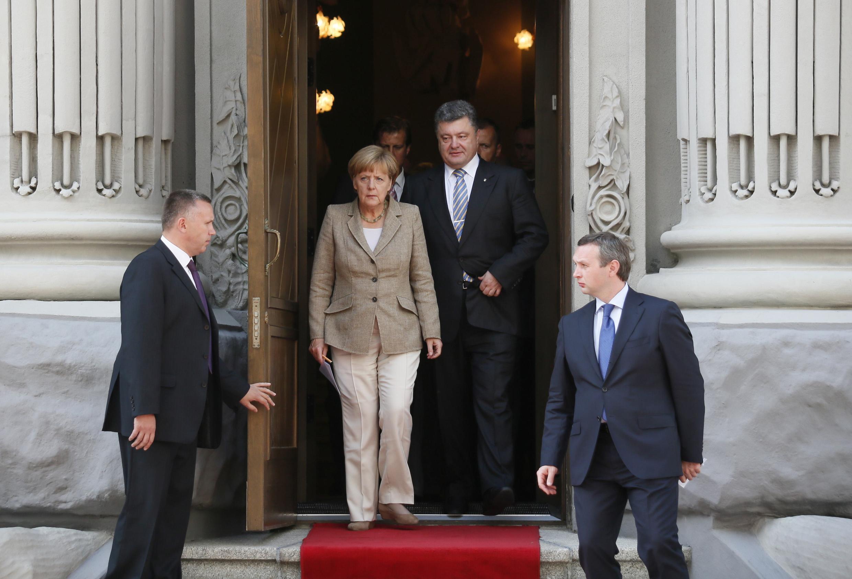 Kansela wa Ujerumani Angela Merkel akiwa na rais wa Ukraine Petro Poroshenko 23 Agosti 2014