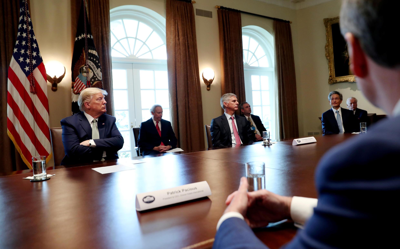 Tổng thống Mỹ Donald Trump họp với các đại diện ngành du lịch, khách sạn, bị tác động vì virus corona, ngày 17/03/2020 tại Nhà Trắng, Washington, Hoa Kỳ.