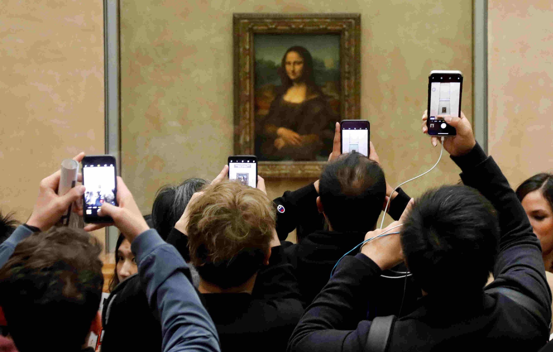Tác phẩm La Joconde của Léonard de Vinci được trưng bày ở tầng 1 khu vực Denon, luôn thu hút nhiều người xem