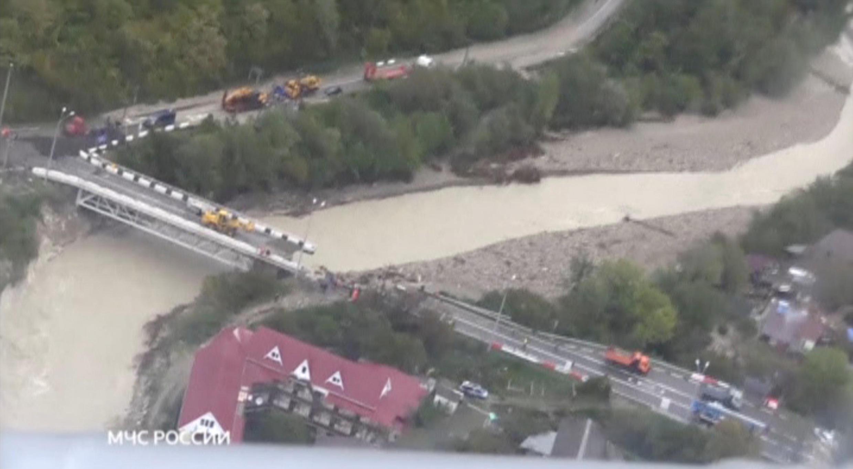 Разрушенный наводнением мост в Краснодарском крае. Россия, 25 октября 2018 г.