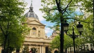 Đại học Sorbone, Paris.