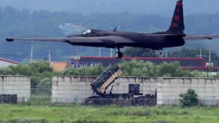 """Một máy bay trinh sát Mỹ Lockheed U-2, biệt danh """"Dragon Lady"""", cất cánh từ căn cứ không quân  Osan ở Pyeongtaek, Hàn Quốc, tham gia cuộc tập trận, 21/08/2018."""