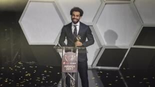 Muhammad Salah na Masar yayin karbar kyautar gwarzon shekara na Afrika a bara.