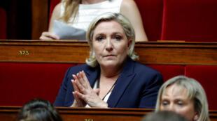 Chủ tịch đảng cực hữu Pháp, bà Marine Le Pen, tại Quốc Hội Pháp ngày 27/06/2017.
