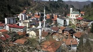 Vue de Srebrenica, petite ville de Bosnie-Herzégovine, où près de 8000 personnes ont été massacrées, en juillet 1995.