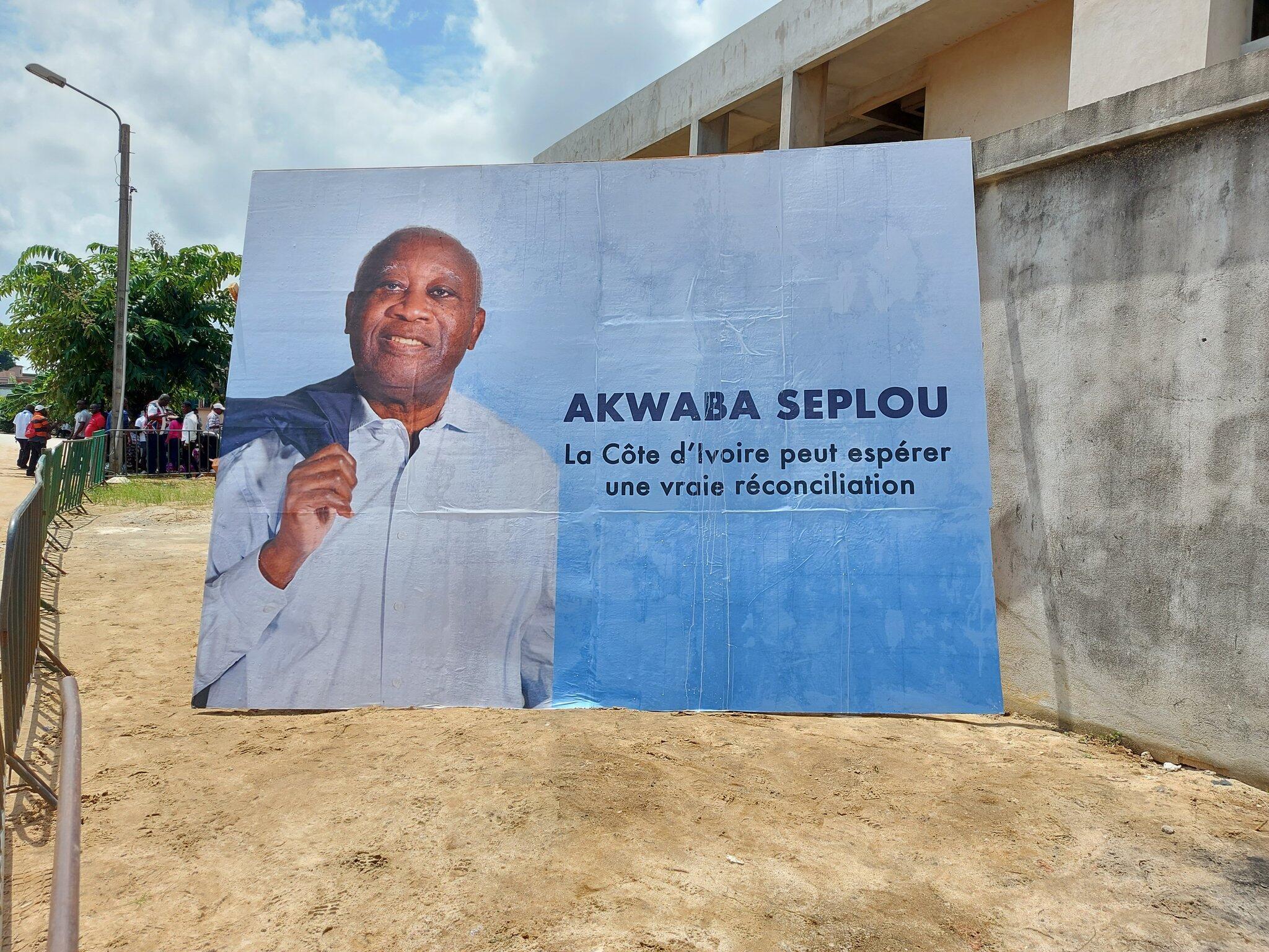 Affiche pour le retour de Laurent Gbagbo, près de son ancien QG de Cocody-Attoban. Abidjan, le 17 juin 2021.