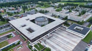 Vista aérea do campus da Escola Politécnica, que é uma das mais antigas, célebres e prestigiosas na área de engenharia na França.