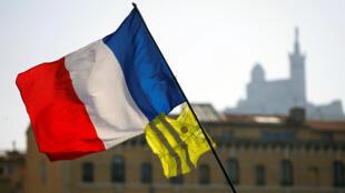 55% dos franceses querem o fim dos protestos dos coletes amarelos