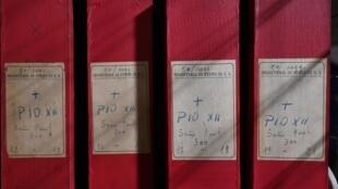 Une photo prise le 27 février 2020 montre un détail de la section des archives dédiée au Pape Pie XII dans les Archives Secrètes Apostoliques du Vatican, au Vatican.