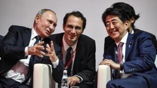 Vladimir Poutine et Shinzo Abe au Forum économique de Vladivostok le 5 septembre 2019.