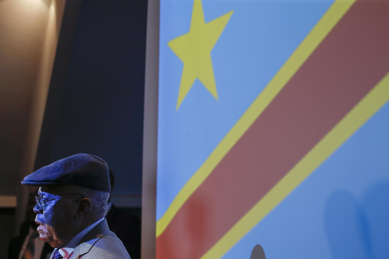Rais wa chama cha upinzani cha UDPS Etienne Tshisekedi akihutubia wapinzani mjini Brussels Ubelgiji juni 08 2016.