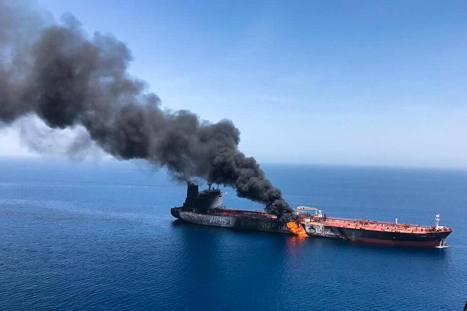 تصویری از یک از دو نفتکش نفتی که در ۱۳ ژوئن / ۲۳ خرداد در دریای عمان دچار حریق شد.