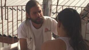 El psicólogo colombiano Daniel Macía trabaja con Médicos Sin Fronteras en Colombia.