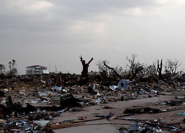 Tout près du cœur de l'explosion de Mpila, la butte de Kangabanzi, voisine du camp militaire, n'est plus qu'un énorme champ de ruines.