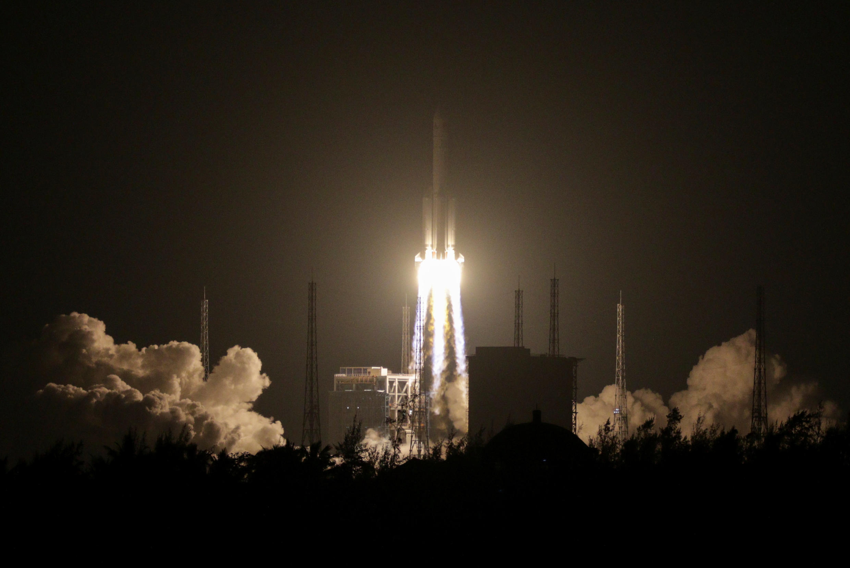 La fusée Longue Marche 5 est lancée à Wenchang, la base spatiale d'où est partie la fusée Longue Marche 3B qui s'est écrasée ce samedi sur Baise.
