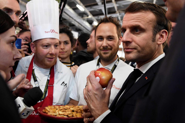Эмманюэль Макрон на сельскохозяйственном салоне в Париже, 22 февраля 2020.