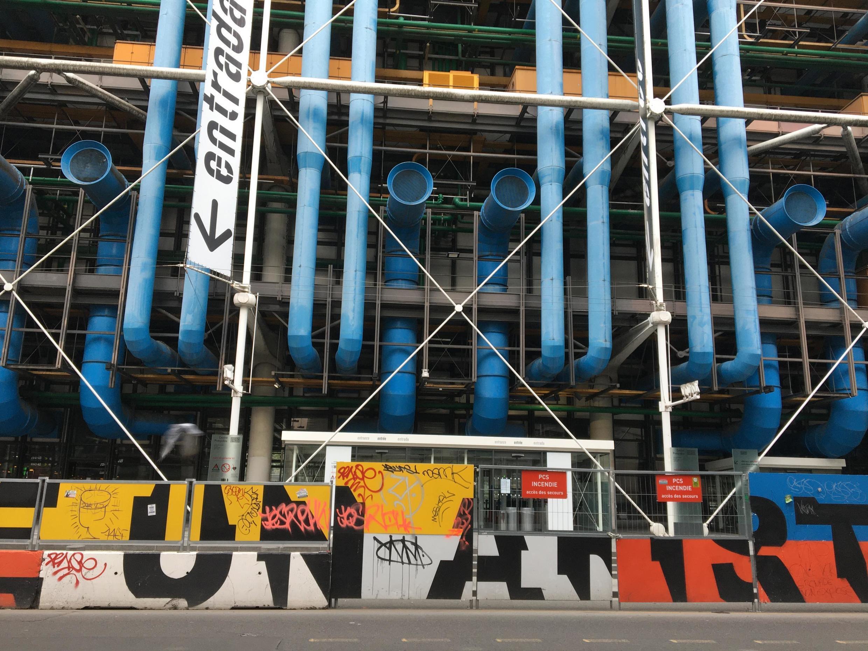 El museo, inaugurado por iniciativa del expresidente Georges Pompidou, emplea hoy a algo más de un millar de personas.