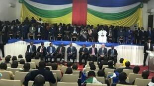 Cérémonie de signature de l'accord de paix entre le gouvernement centrafricain et les groupes armés, le 6 février 2019, à Bangui.