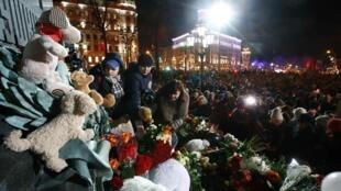 27 марта в Москве и во многих других городах России и мира прошли акции памяти погибших в пожаре в ТЦ «Зимняя вишня»