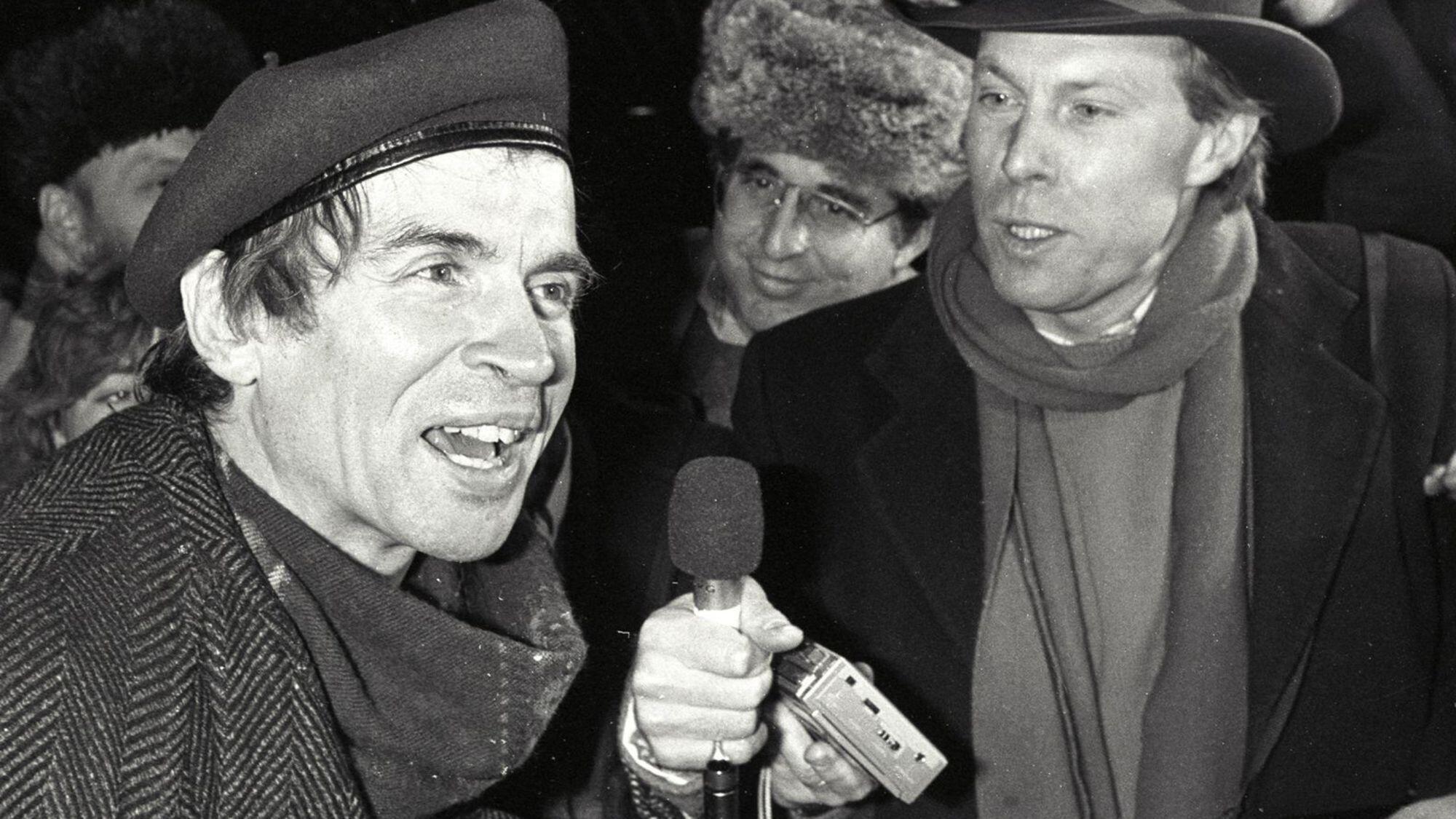 Rudolf Noureev nhân chuyến về Nga thăm mẹ năm 1987.