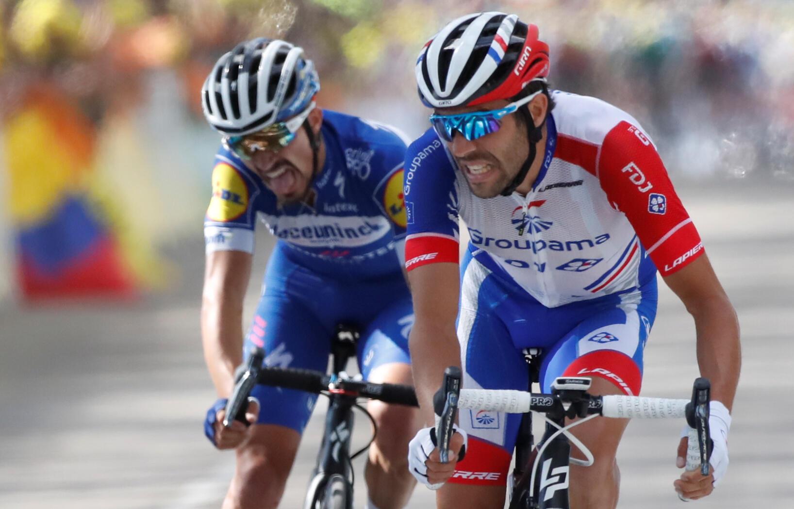 Les deux Français Thibaut Pinot et Julian Alaphilippe à l'arrivée de la 8e étape du Tour de France à Saint-Étienne le 13 juillet 2019.