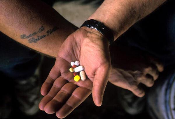 Francia prohibió en julio de 2017 la venta libre de medicamentos hechos a base de opio.