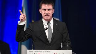 Le Premier ministre Manuel Valls à Yffiniac, dans les Côtes-d'Armor, le 13 mars.