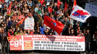 Đoàn người biểu tình phản đối cải cách luật Lao Động tại Marseille, ngày 12/09/2017.