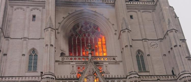 2020-07-19 nantes cathedral fire