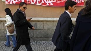 Des banderoles ornent les rues de Lisbonne pour annoncer la grève générale du 24 novembre.