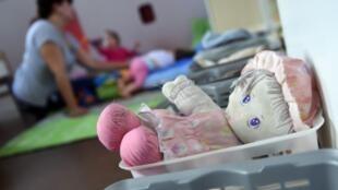 Funcionária de 53 anos é suspeita de drogar dois bebês. Foto ilustração
