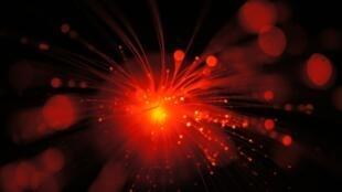 Fotos de cristais usados em experimentos de teletransporte quântico