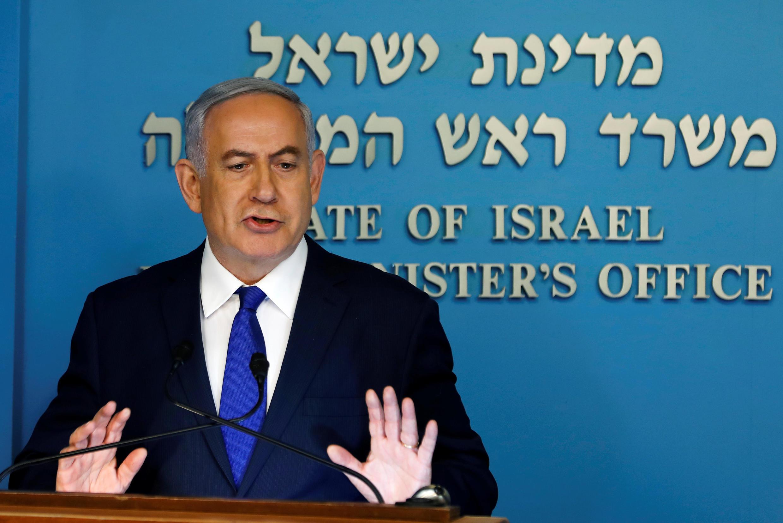 Как сообщает AFP, Нетаньяху внастоящее время проходит в разном статусе поеще четырем судебным делам.
