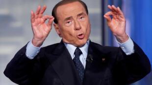 Pour améliorer le quotidien des Italiens, Silvio Berlusconi promet un revenu de 1000 euros pour tous.