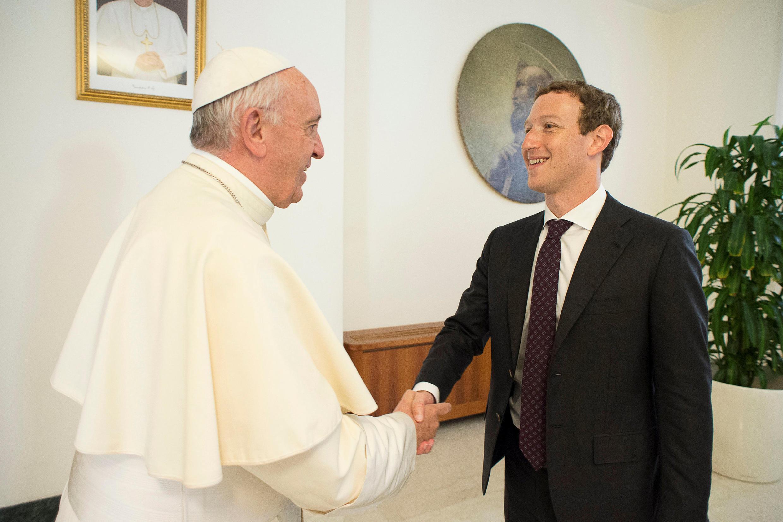 Папа Римский принял Марка Цукерберга в Ватикане 29 августа 2016