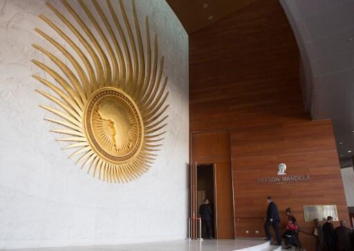 Entrada da sala de plenário Nelson Mandela, na sede da União Africana, Addis Abeba