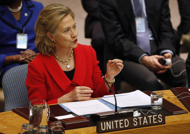 Ngoại trưởng Mỹ phát biểu tại Hội Đồng Bảo An Liên Hiệp Quốc ngày 26/10/2010. Bà sẽ đại diện Hoa Kỳ tại Hội nghị Thượng đỉnh Đông Á ở Hà Nội ngày 30/10