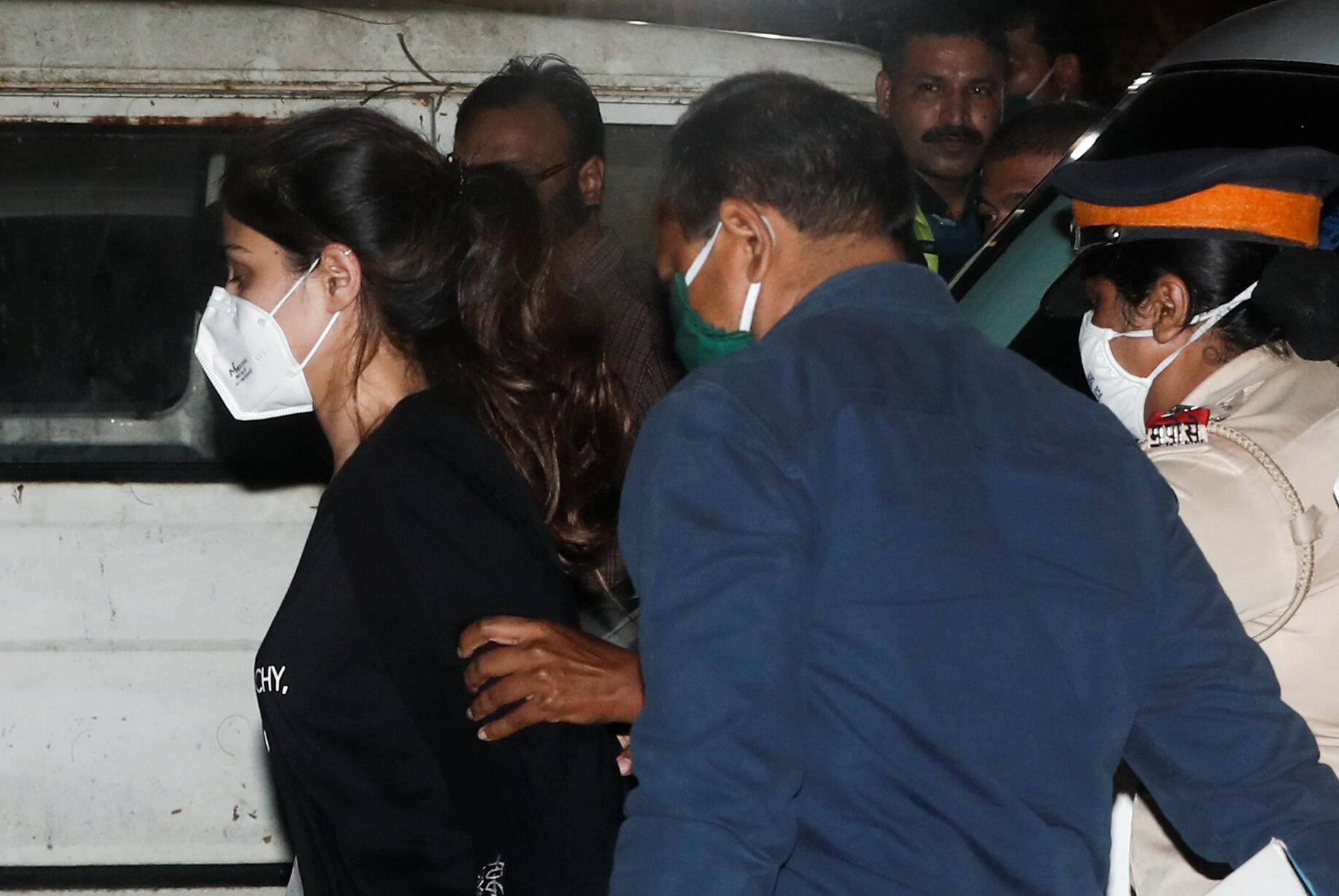 L'actrice de Bollywood Rhea Chakraborty arrive au Bureau de contrôle des stupéfiants (NCB) après son arrestation à Mumbai, le 8 septembre 2020.