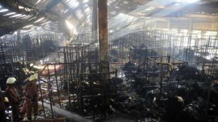 孟加拉国一家纺织厂发生火灾造成七人死亡。2013年10月。