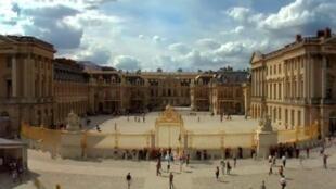 凡爾賽宮三維影片向遊客講述了皇家宮殿五百年的歷史。