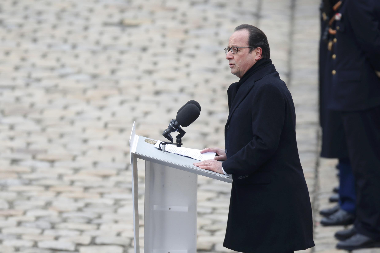 Presidente francês prestou homenagem solene às vítimas dos atentados de 13 de Novembro.