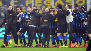L'inter Milan célèbre la victoire dans le derby face à l'AC Milan à San Siro, le 9 février 2020.