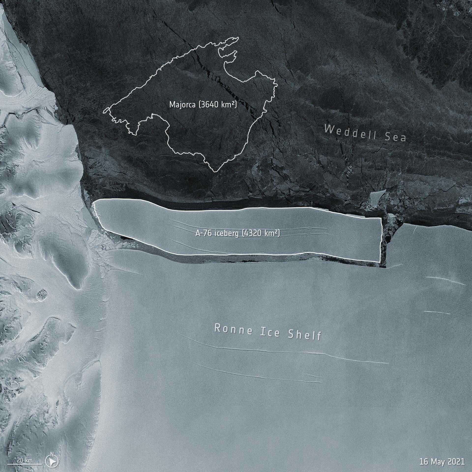 El gigantesco iceberg desprendido de la banquisa de Ronne, en la Antártida, en una imagen divulgada por la Agencia Espacial Europea el 20 de mayo de 2021 y tomada el 9 de marzo, en la que se superpone una silueta de la isla española de Mallorca