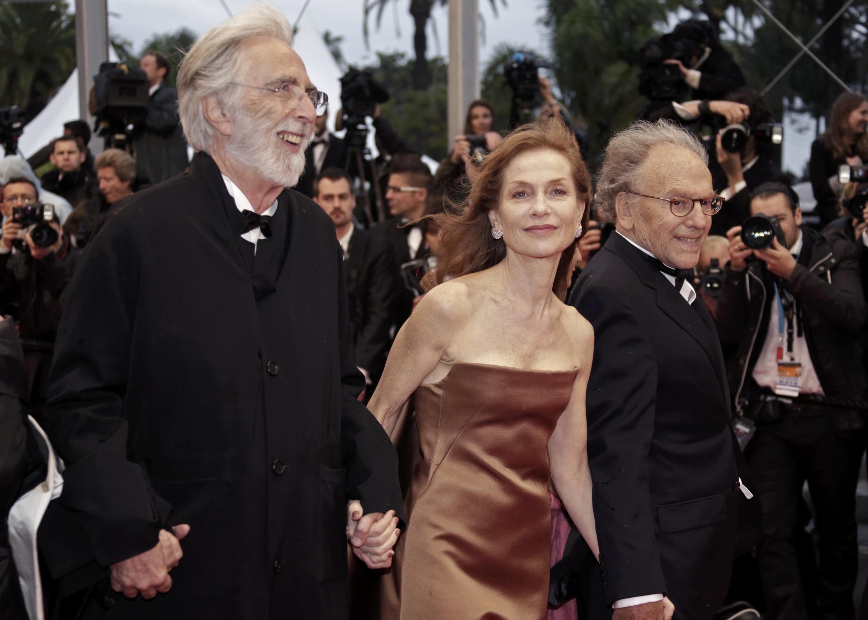 """Đạo diễn Michael Haneke (trái) và các diễn viên chính trong phim """"Tình yêu"""" tại Liên hoan Cannes ngày 20/05/2012."""