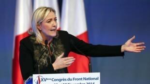 A Lyon, Marine Le Pen s'est réjouie d'avoir face à elle un Nicolas Sarkozy qu'elle juge affaibli.