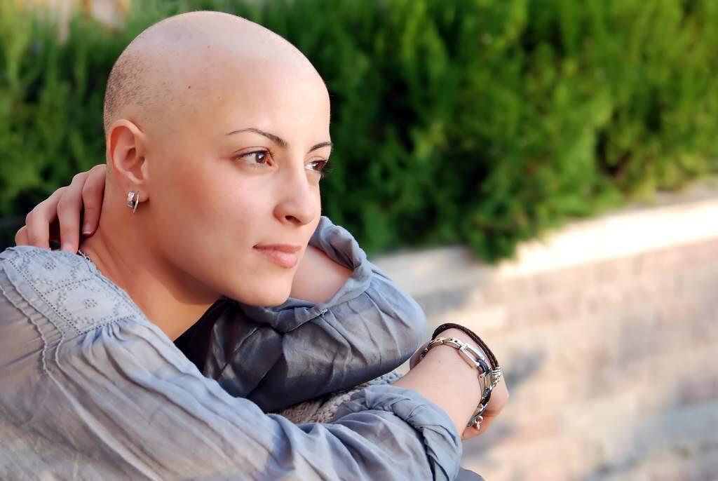 Cansancio, miedo, ganas de vivir, la persona que ha sobrevivido a un cáncer pasa por diferentes estados físicos y anímicos. Es crucial sentirse acompañado por su entorno.