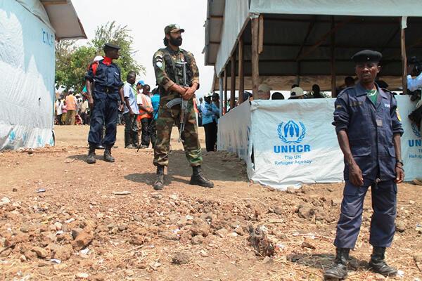 La police congolaise et les casques bleus sécurisent le camp de réfugiés burundais à Lusenda, une localité située à plus de 250 kms au sud de Bukavu dans le territoire de Fizi, dans la province du Sud-Kivu.